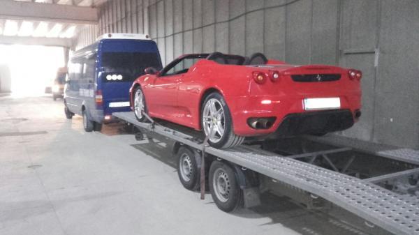 Transport auto pe platforma Iasi Romania Leco Italia ferrari